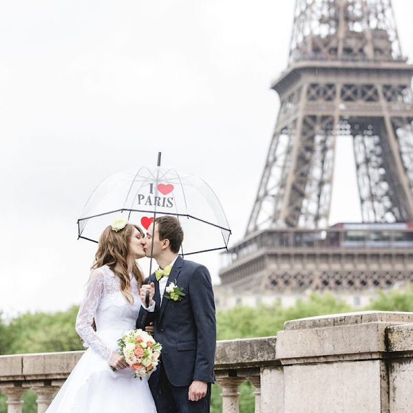 paris photo shoot in the rain